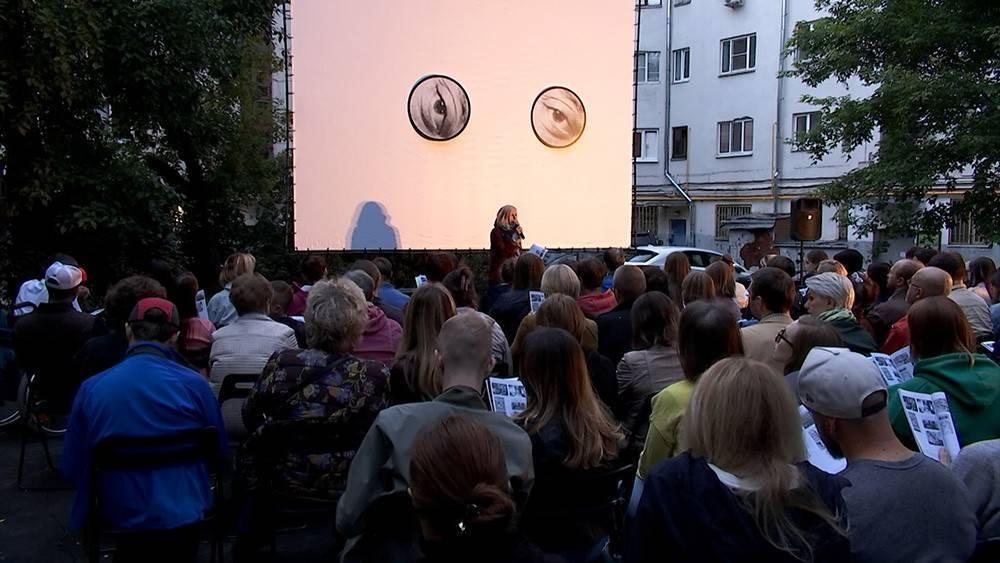 В московских дворах покажут старые фильмы: фото и иллюстрации