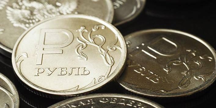 """Рубль вновь оказался самой недооцененной валютой по """"индексу бигмака"""": фото и иллюстрации"""