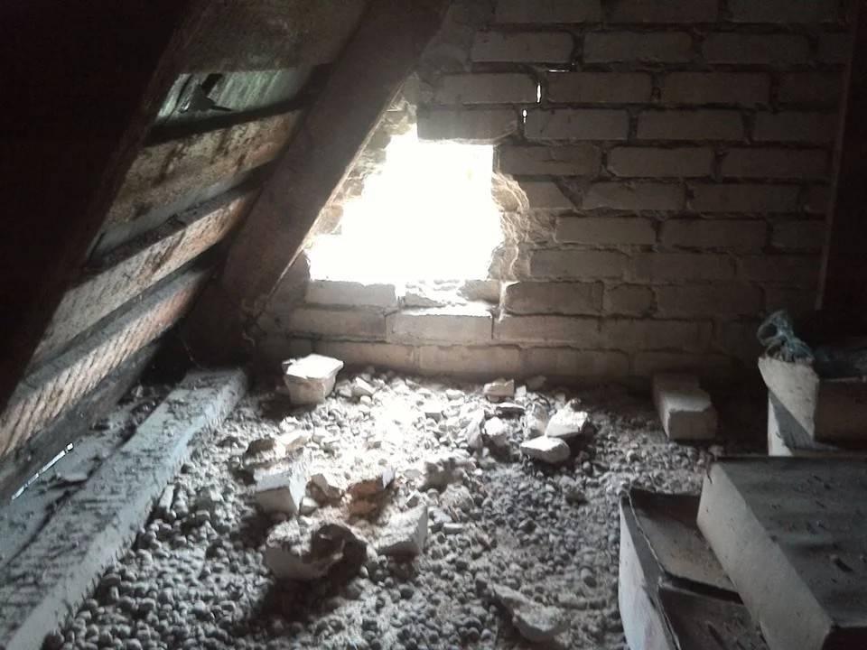 Боевики обстреляли жилые дома в Марьинке: фото и иллюстрации