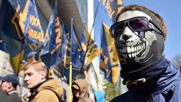 Украинским радикалам предложили вооружаться и устраивать массовые расстрелы: фото и иллюстрации