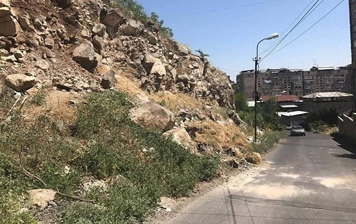 Камнепад на севере Армении - погибли женщина и ее 12-летняя дочь: фото и иллюстрации