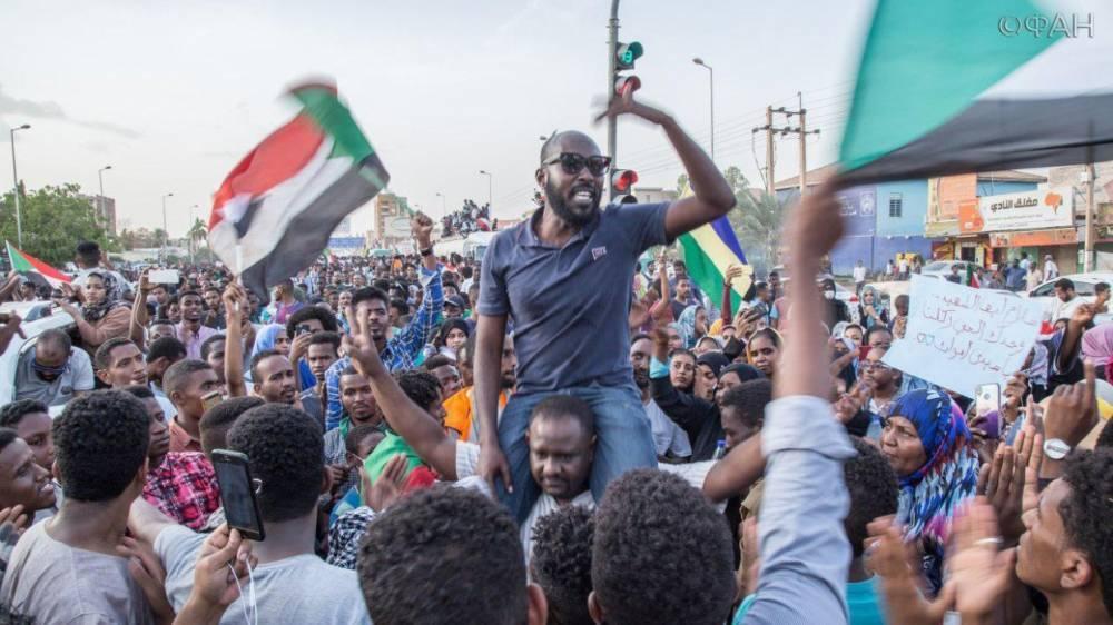 Переговоры между Переходным военным советом и оппозицией в Судане закончились ничем: фото и иллюстрации