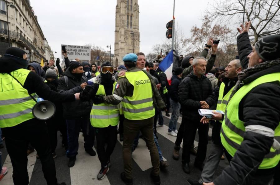 Во Франции после парада по случаю Дня взятия Бастилии начались беспорядки: фото и иллюстрации