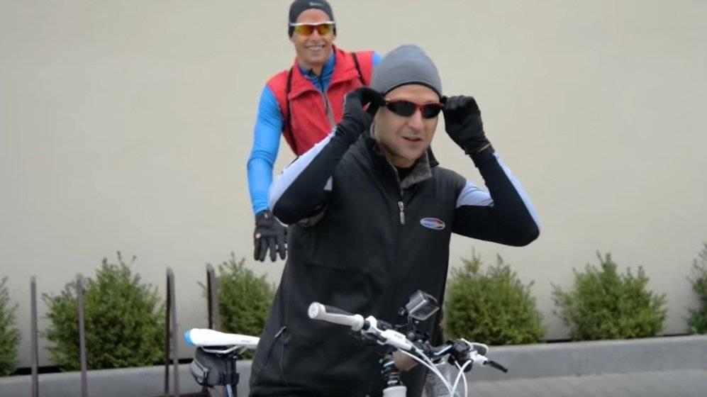 Зеленский объяснил, почему не выполнил обещание ездить на работу на велосипеде: фото и иллюстрации
