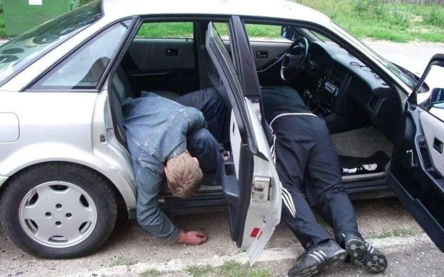 комментариях пьяную в машине сняла сидела майке