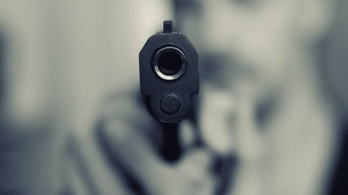 На Комсомольской улице в Киришах застрелили мужчину: фото и иллюстрации