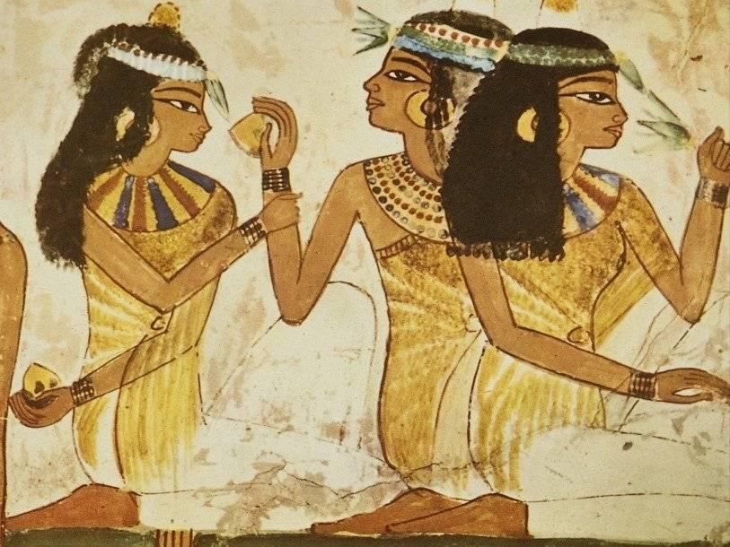 Древнеегипетские парфюмеры добавляли в свою продукцию кардамон и корицу