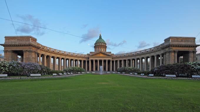 Спустя 12 лет в Казанском сквере Петербурга открыли вход со стороны Невского проспекта: фото и иллюстрации