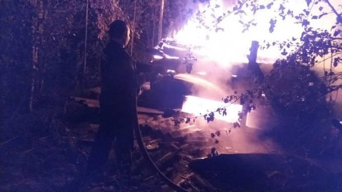 В Ленобласти дотла сгорел большой частный дом: фото и иллюстрации