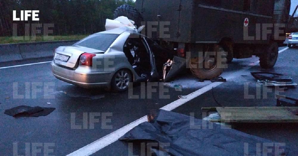 В Нижегородской области в ДТП с КамАЗом и легковушкой погибло три человека.: фото и иллюстрации