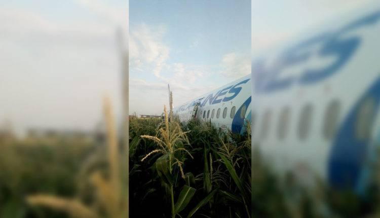 Из аварийно севшего самолета А321 вытекла тонна топлива: фото и иллюстрации