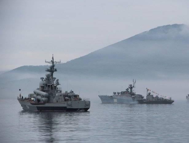 Режим повышенной штормовой готовности введен на Тихоокеанском флоте из-за тайфуна «Кросса»: фото и иллюстрации