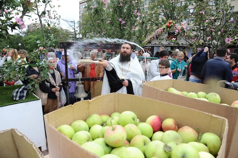 Православные отмечают праздник Преображения Господня: фото и иллюстрации