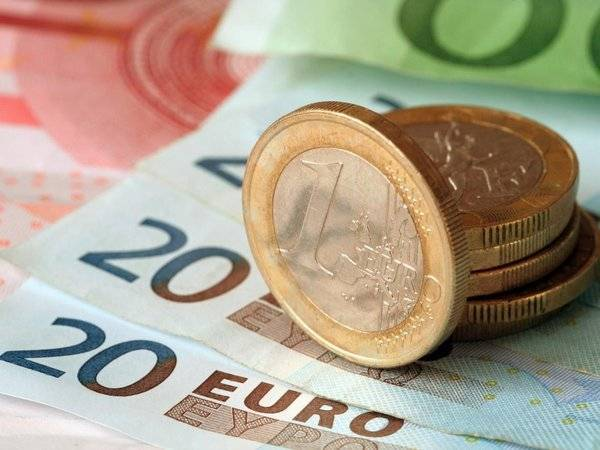Курс евро подскочил более чем на 70 копеек: фото и иллюстрации