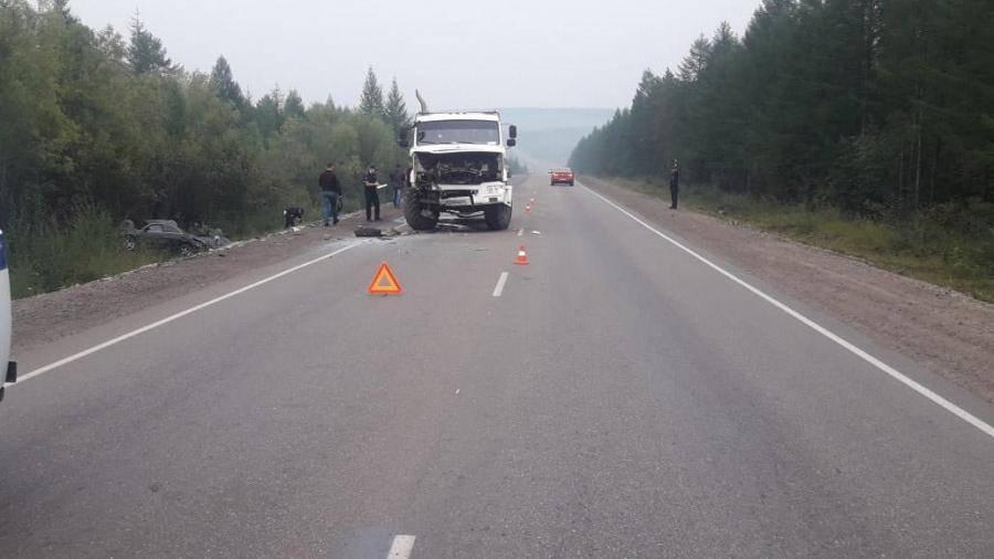 Число жертв крупного ДТП на юге Якутии выросло до шести: фото и иллюстрации