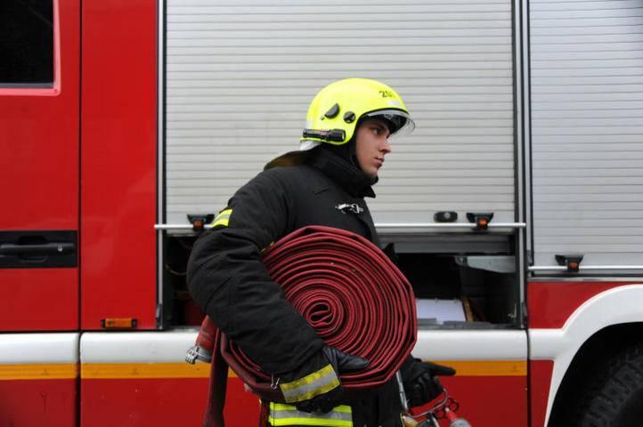 Двоих детей и взрослого спасли из горящей квартиры в Щербинке: фото и иллюстрации