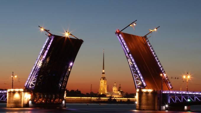 Петербург стремится получить субсидии на внутренний туризм: фото и иллюстрации