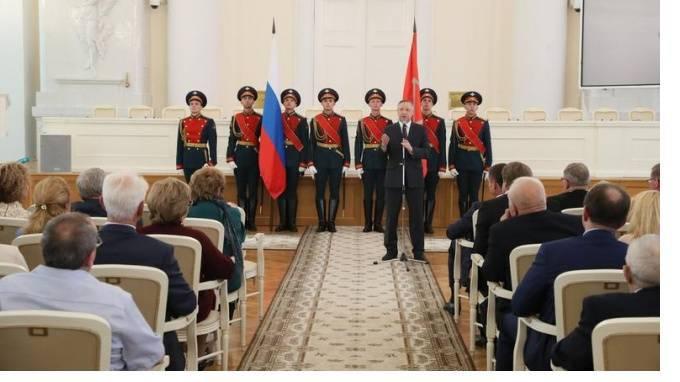 В Петербурге лучшим педагогам допобразования вручат денежную премию: фото и иллюстрации