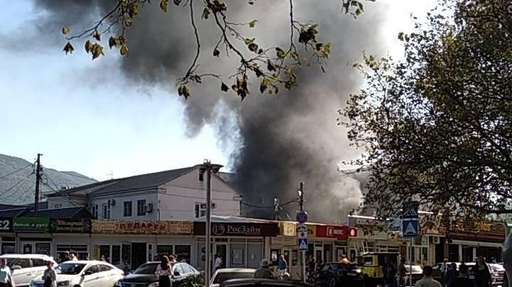 Новости: В Геленджике полыхает центральный рынок, огонь угрожает жилому дому - кадры - 10.09.2019 - | Rusdialog.ru: фото и иллюстрации