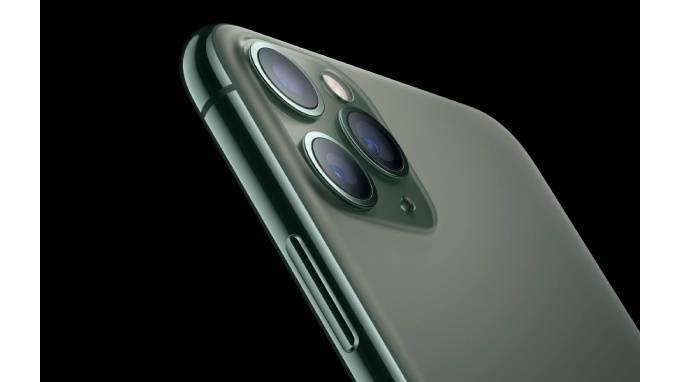 Очередь на новый iPhone 11 в Петербурге можно купить за 500 тысяч рублей: фото и иллюстрации