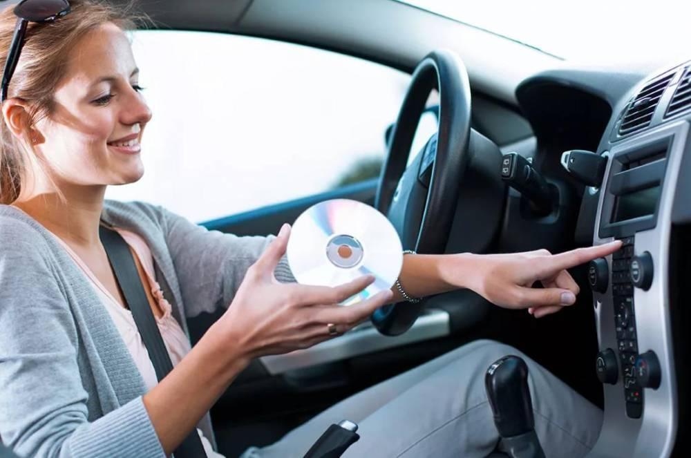 Ученые назвали самую вредную музыку для водителей: фото и иллюстрации