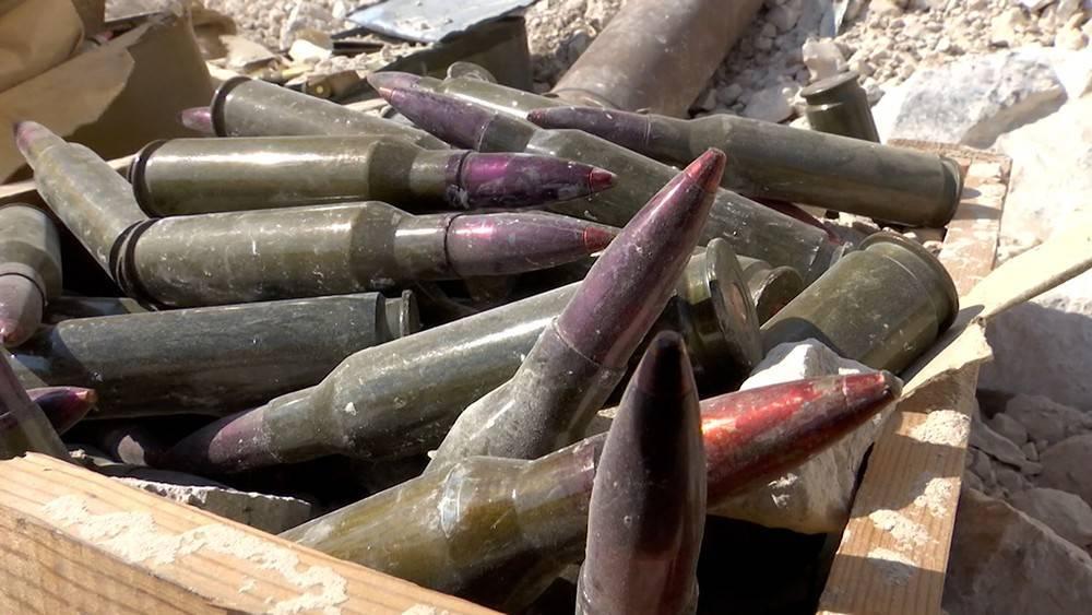 В Сирии обнаружена подземная база боевиков с американским оружием: фото и иллюстрации