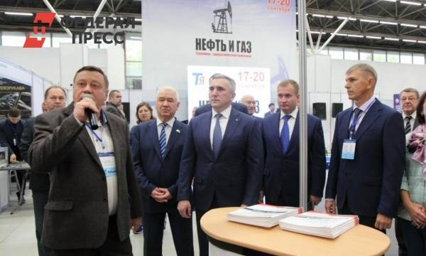 Александр Моор открыл выставку, посвященную нефтегазовой отрасли Тюменской области: фото и иллюстрации