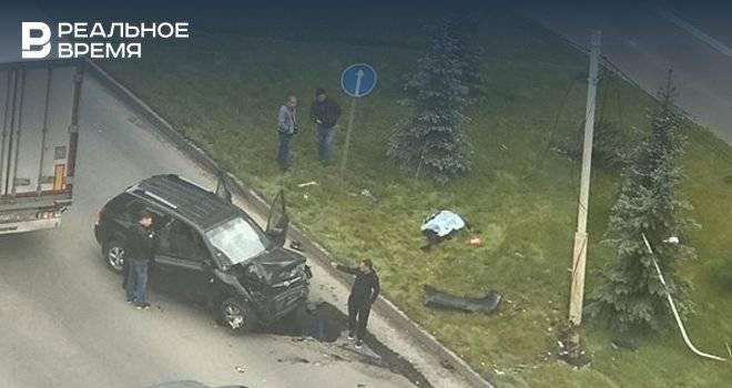 Жертвами смертельного ДТП в Казани стали водитель и пешеход — фото: фото и иллюстрации