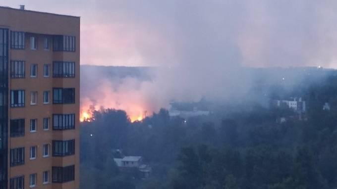 В промзоне в Петербурге разгорелся пожар площадью 600 кв. метров: фото и иллюстрации