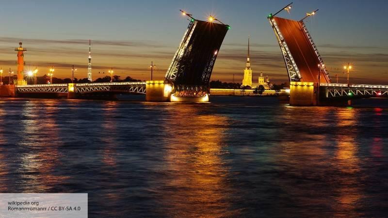 Звуковое шоу «Поющие мосты» завершилось грандиозным представлением под музыку Петрова: фото и иллюстрации