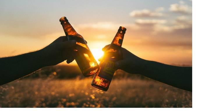 Минфин назвало плюсы продажи пива на стадионах: фото и иллюстрации