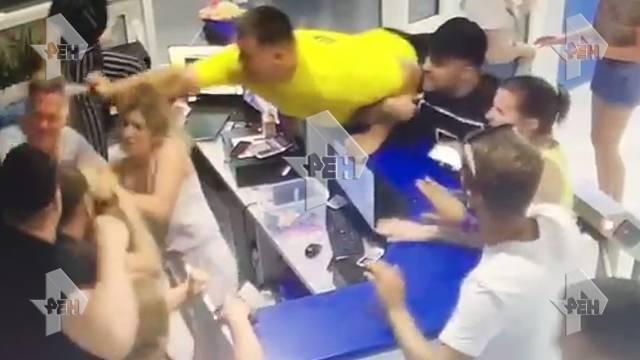Видео: многодетную семью избили в аквапарке в Краснодаре: фото и иллюстрации