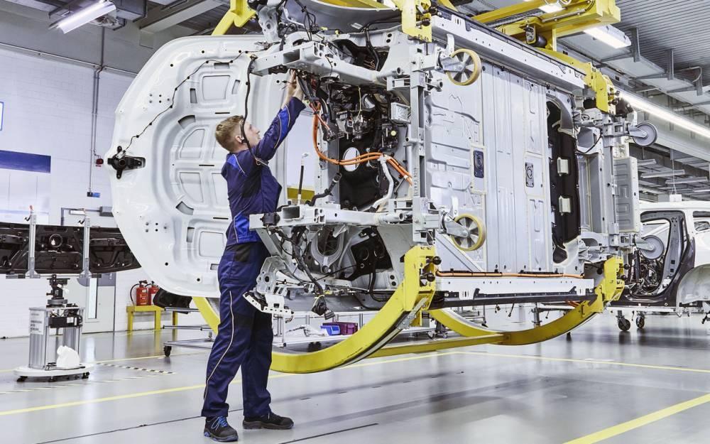 BMW готовится к росту авторынка: фото и иллюстрации