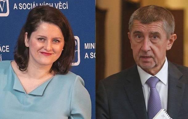 """В Чехии министр попала в скандал, обозвав премьера """"дебилом"""""""