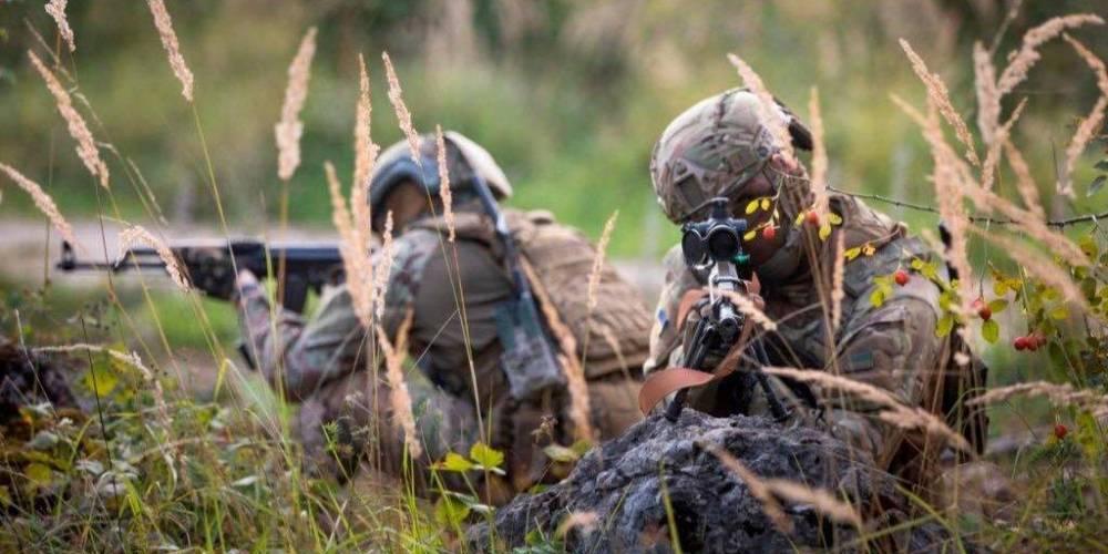 На Донбассе в результате обстрелов боевиков пострадал один украинский военный