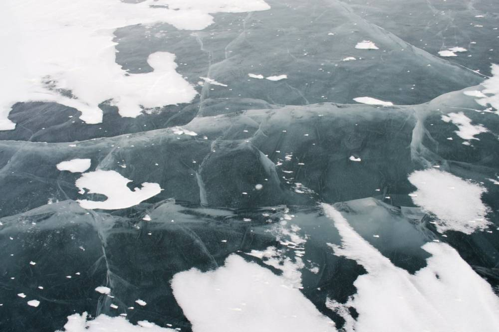 В Одессе спасли детей, которые устроили каток провалились в ледяное озеро (видео)