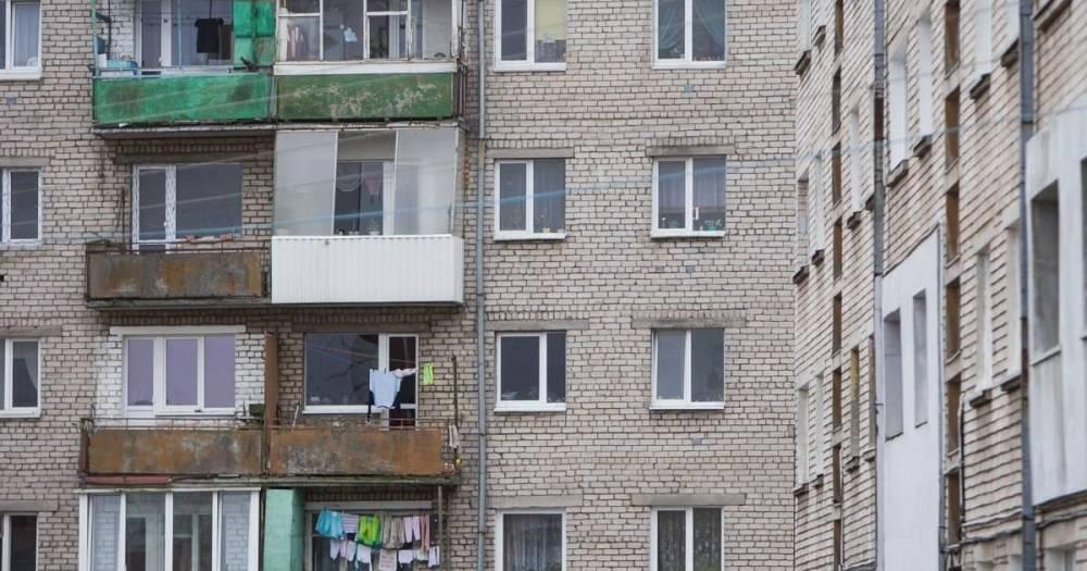 В Калининграде 36-летний экстремал подтягивался на перилах балкона и сорвался с пятого этажа