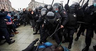 Уроженец Чечни обвинен в избиении московских силовиков на акции за Навального