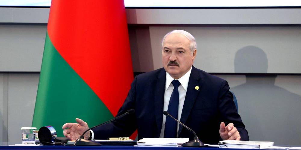 Лукашенко заявил, что Беларусь хотят «сломать», а Украина уже «рухнула»