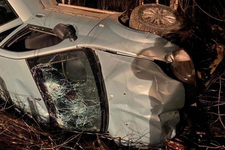 В Тверской области перевернулась машина с пьяным водителем, есть пострадавшие