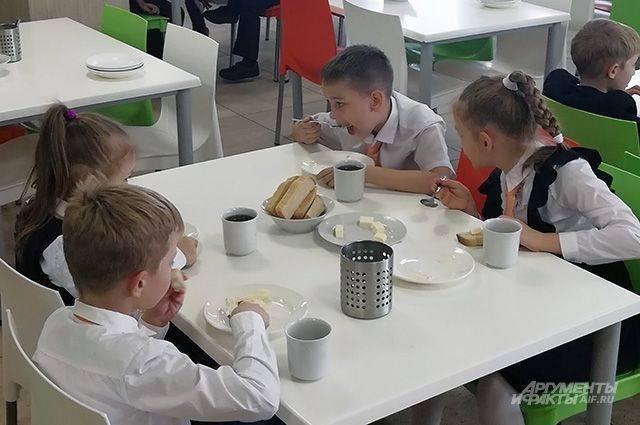 Путин предложил родителям контролировать качество горячего питания в школах