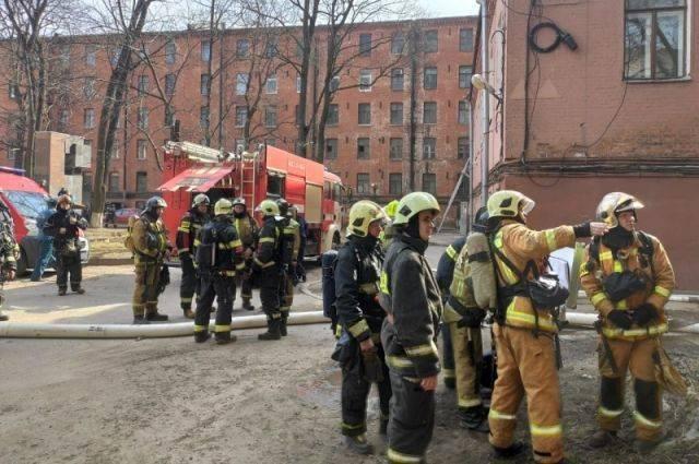 В Петербурге ранг пожара в мануфактуре снизили до первого