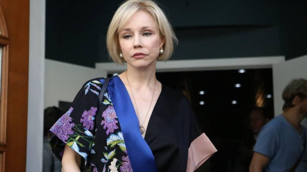 Марина Зудина не смогла сдержать слез на похоронах Эмиля Верника
