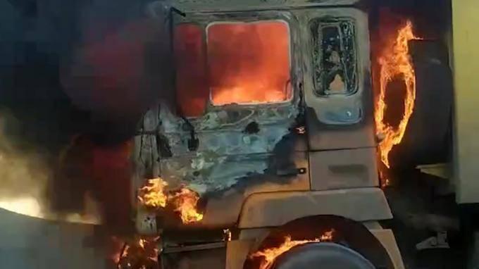 Видео: на юге ЗСД сгорела кабина грузовика