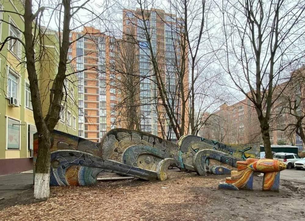 Мозаичную скульптуру восстановят волонтёры в Ростове