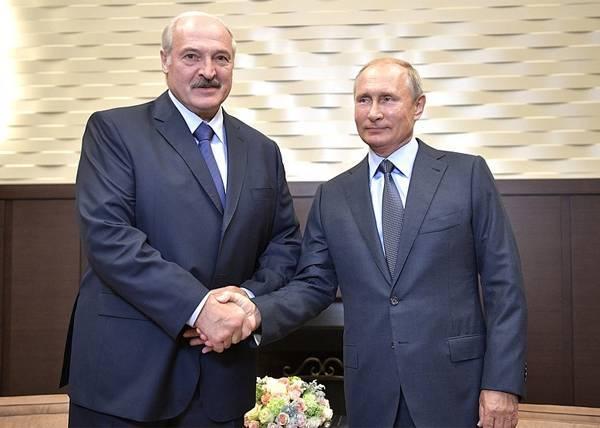"""Лукашенко анонсировал """"серьезную"""" встречу с Путиным в апреле"""