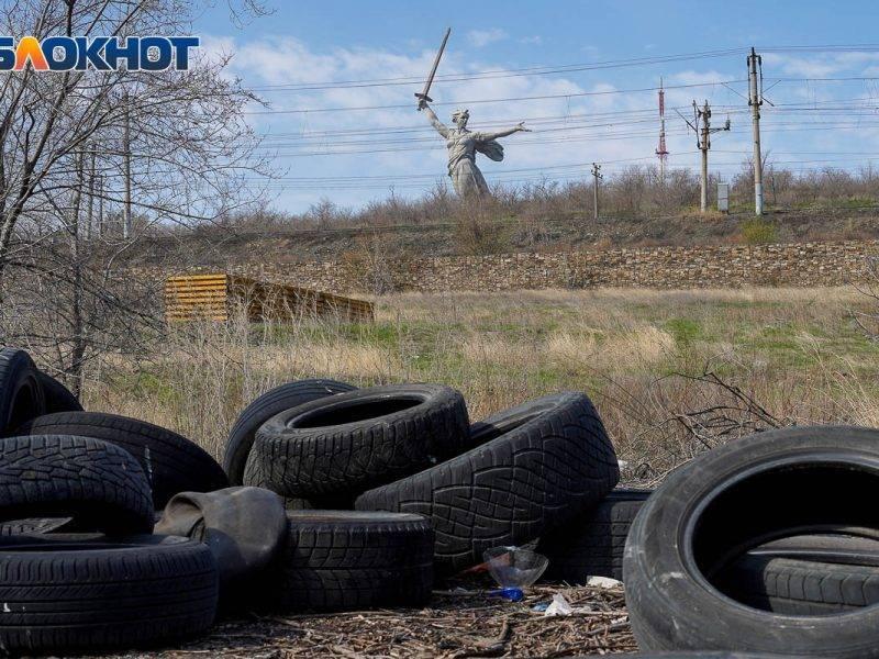 Знаменитый Мамаев курган в Волгограде превратили в гигантскую свалку