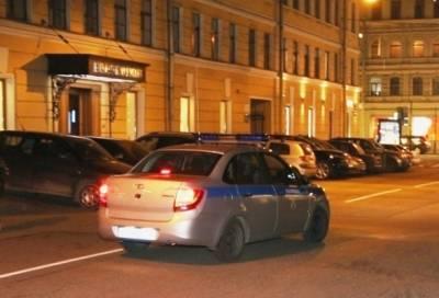 Человек с автоматом в руках задержан в центре Петербурга