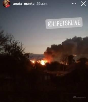 В районе карьера в Липецке горел частный дом (видео)