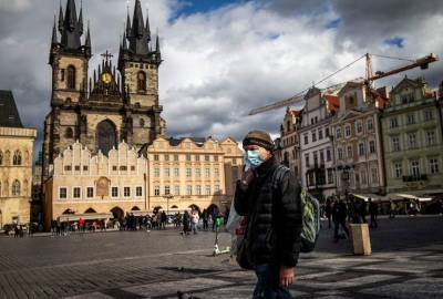 """В Чехии ужесточили карантин: в стране ввели обязательный """"масочный режим"""""""